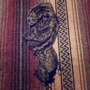Leopard print gray frayed fashion scarf, READ ⬇️